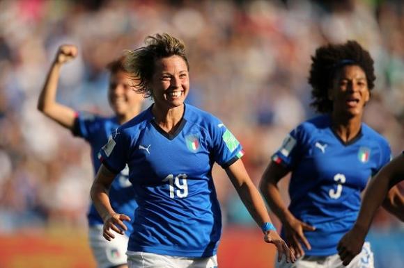 Италия преодоля Китай по пътя към 1/4-финалите