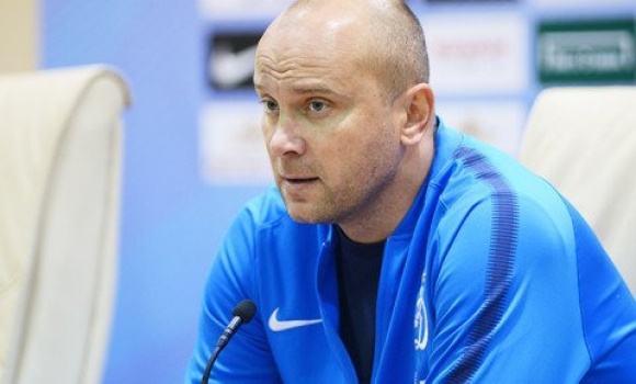 Хохлов остава начело на Динамо (М)