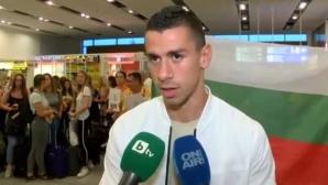 Фенове посрещнаха Копривленски на летището в Бургас