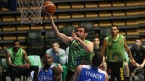 Сашо Янев остава в Берое