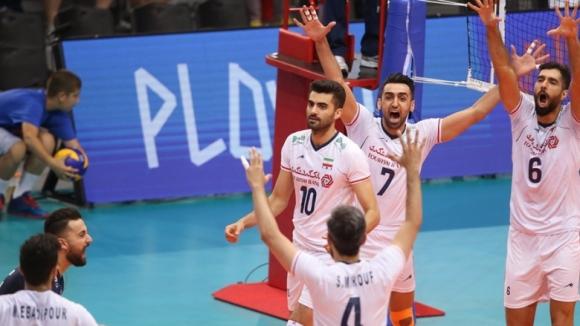 Задържаха за 4 часа волейболните национали на Иран в Чикаго