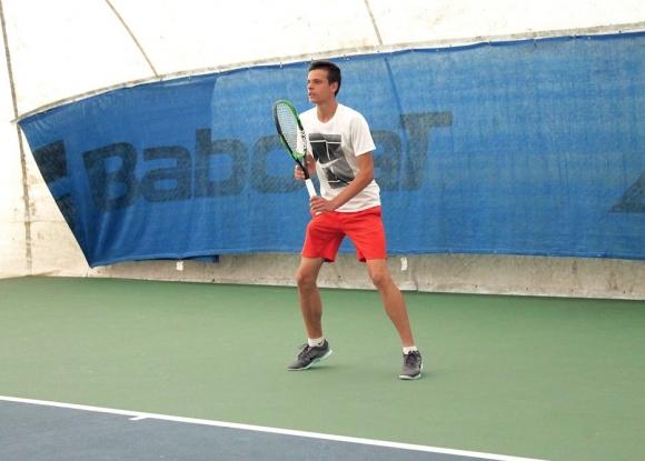 Симеон Терзиев е в топ 4 на турнир от ITF в Румъния