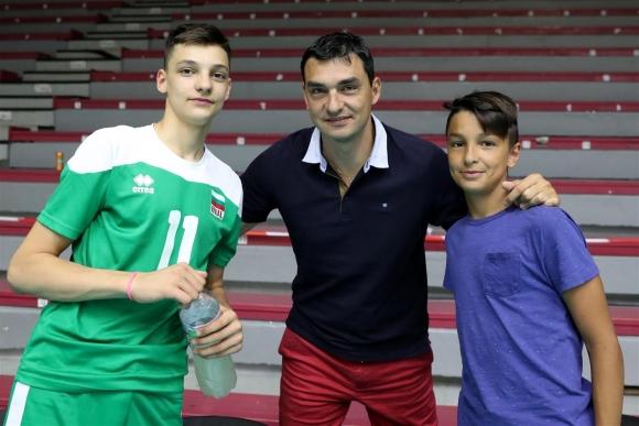 Владо Николов с трогателна подкрепа за младите ни волейболисти