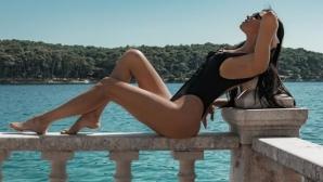 Гореща хърватка провокира в социалните мрежи (снимки)