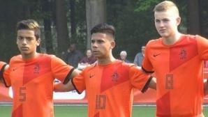 Отбор от Втора лига взе бивш юношески национал на Холандия, играл с Де Лихт