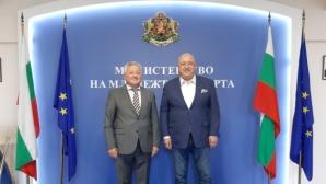 Министър Кралев проведе среща с посланика на Молдова