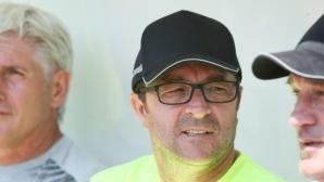Треньорът на Ботев (Пд) иска нови договори за двама