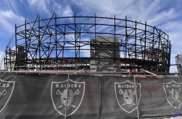 Рейдърс продадоха правата за стадион, който още не е построен