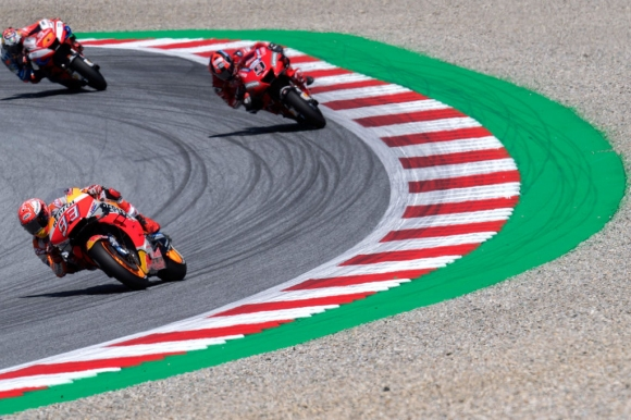 """Маркес надмина Мик Дуън с 59-и полпозишън в MotoGP и рекорд на """"Ред Бул Ринг"""""""