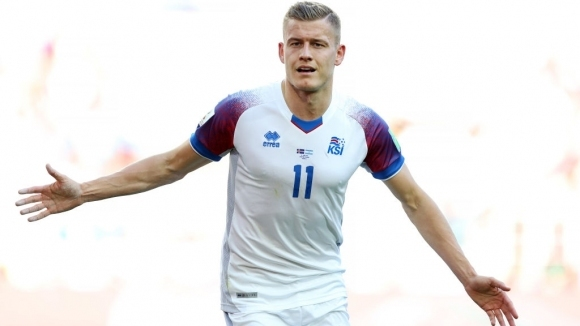 Исландски голмайстор преподписа с Аугсбург