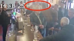 Конър Макгрегър удря възрастен човек, отказал да пие уиски (видео)