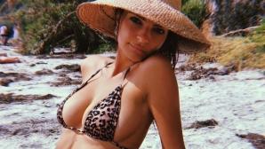 Емили Ратайковски се пусна топлес в социалните мрежи (снимка)