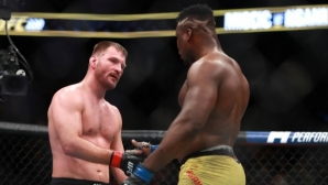 Нгану поздрави шампиона и се втренчи в титлата му