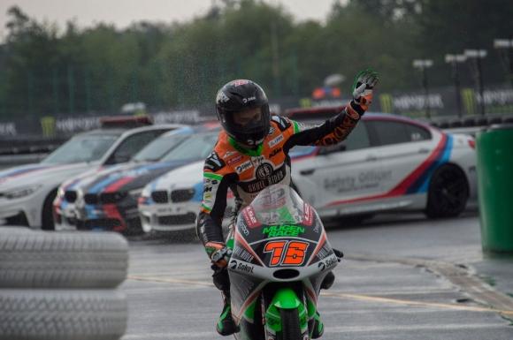 Moto3 пилот без драскотина след падане, но за мотора му не може да се каже...