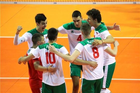 България с първа победа на Световното за юноши U19, продължава напред