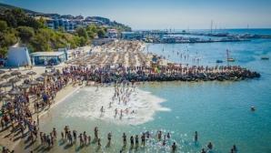 """120 мъже и жени се пуснаха във Втория плувен маратон """"Свети Влас"""""""