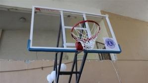 Зарадваха децата в Разград с нови баскетболни кошове
