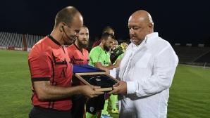 Кралев награди Николай Йорданов за рекордния му мач №255 в елита