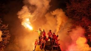 Звезда празнува с БТР по улиците на Белград