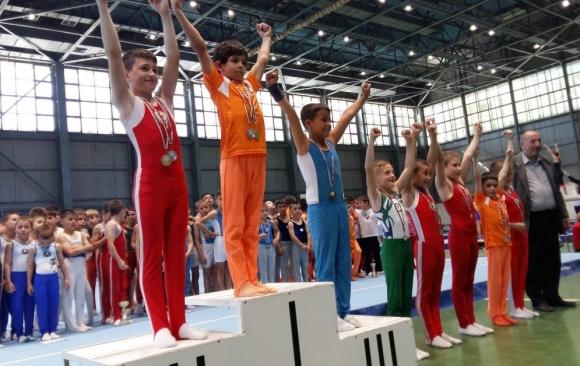 Млад състезател по спортна гимнастика от Търговище се нуждае от подкрепа за лечение в САЩ