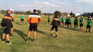 Нефтохимик с група от 18 футболисти за гостуването на Литекс