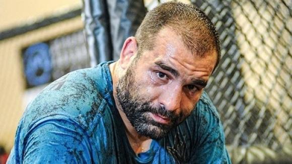 Багата се готви за Люис в института на UFC