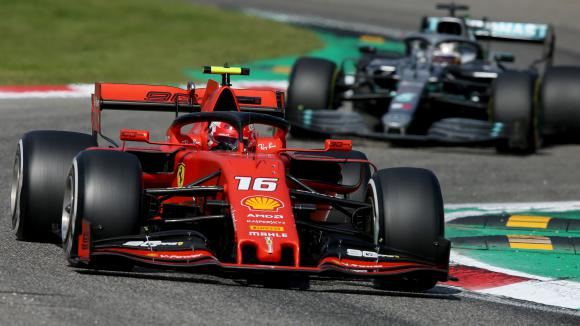 """Мерцедес очакват в Сингапур Ферари да са дори по-бързи от """"Монца"""""""