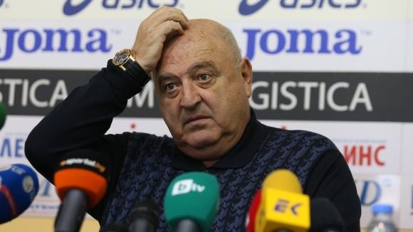 Венци Стефанов: Полицаите вместо да влязат с палките, гледат - поне да си...