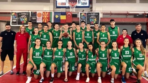 Момчетата разгромиха Румъния за финал в Скопие