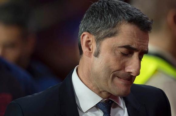 Барса трябваше да уволни Валверде след Ливърпул и сега има проблем