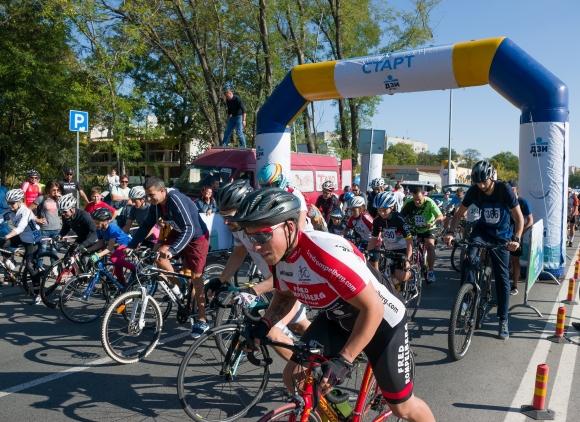 Стотици колоездачи се включват във верига от състезания в три български града