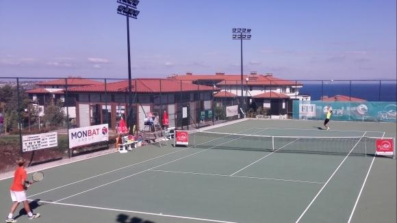 Четирима българи на полуфинал на международния турнир до 18 години в Санта Марина