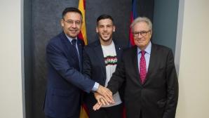 Играч с изтичащ договор преподписа с Барселона