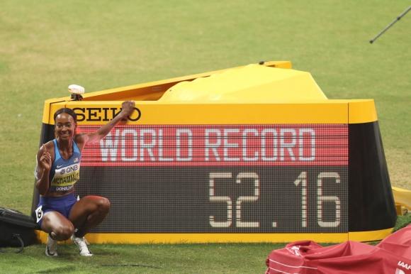 Феноменална! Световен рекорд и титла за Мухамад на 400 м/пр