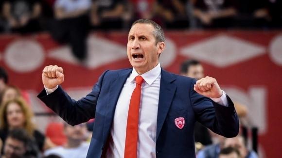 Везенков остана без треньор в Олимпиакос