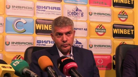 Собственикът на Ботев (Пловдив) не пуска Йотков да си ходи