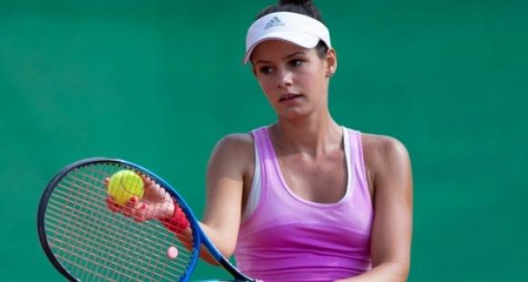 Стаматова загуби само три гейма и е на четвъртфинал в Табарка