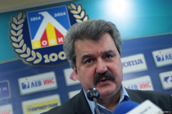 Тодор Батков: Футболните агитки се използват за политически цели, явно...