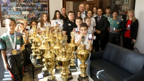 Министър Кралев награди медалистите от Европейскoто по кикбокс за деца, юноши и девойки