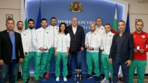 Министър Кралев награди шампионите от Световното първенство по шотокан карате-до