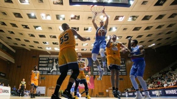 Левски Лукойл ще пътува за Минск с 10 баскетболисти