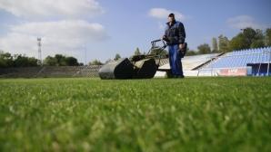 Новата тревна настилка на стадион Черноморец като тази на Ман Сити