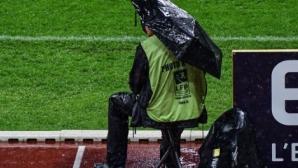 Пороен дъжд отложи мач от Лига 1