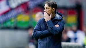 Говори се за уволнение на Ковач, играчите се строиха пред агитката