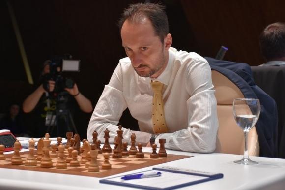 Веселин Топалов победи Накамура с черните фигури в Хамбург