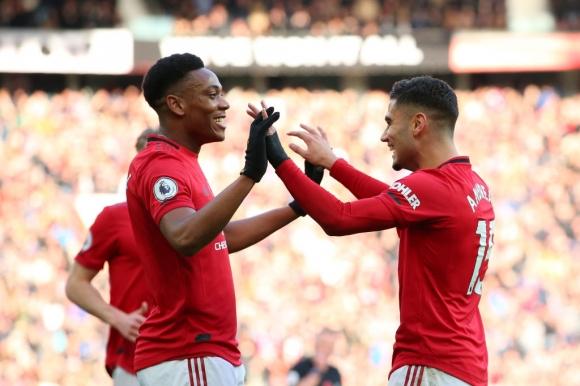 Манчестър Юнайтед направи голям скок в класирането след четвъртата си победа в Премиър лийг (видео)