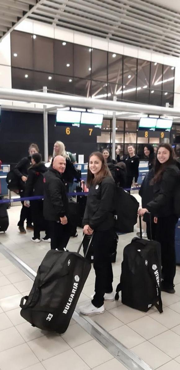 Националките заминаха по тъмно за Исландия