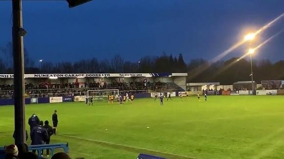 Вратар свали лампа от стадиона с изпълнението си на дузпа (видео)