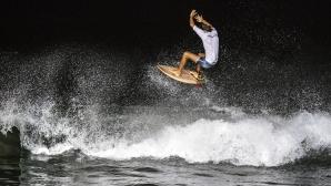 Да яхнеш вълните със сърф на лунна светлина
