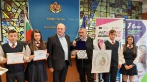 Стоян Андонов награди най-активните училища в Европейския ден на спорта в училище